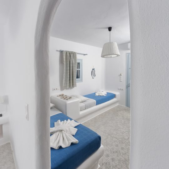 http://hotelglarosios.gr/wp-content/uploads/2017/02/2-4-540x540.jpg